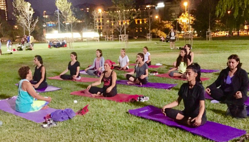 Suadiye Sahilde Gerçekleştirdiğimiz Yoga etkinliği